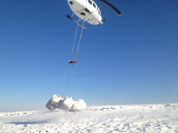 Helicopter underslung load lift training with Helinorth